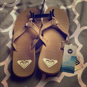 Roxy Brown flip flops